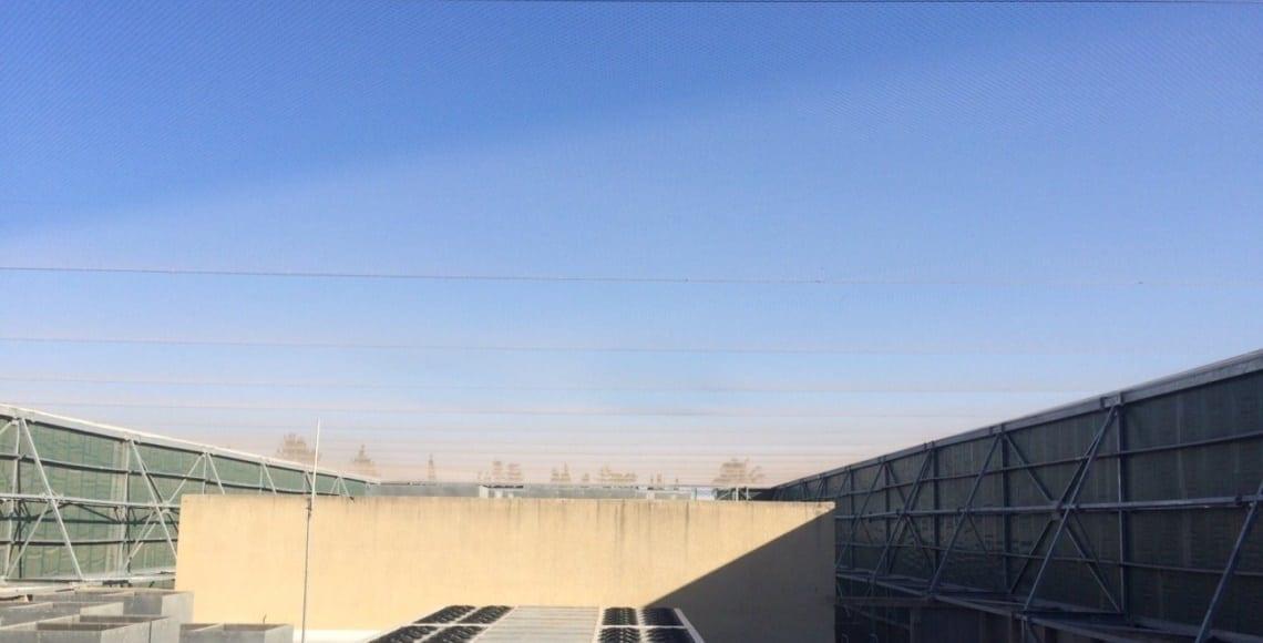 התקנת רשת מקצועית למניעת גישת ציפורים בגג מבנה